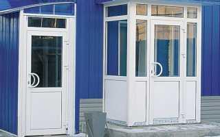 Входная пластиковая дверь со стеклом – цена, виды и установка