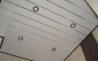 Дизайн потолков из панелей пластиковых: красота может быть практичной