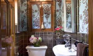 Выбор потолка в туалете — лучшие идеи по отделке