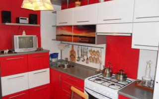 Дизайн кухни в красно-белом цвете (фото примеры)
