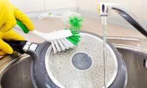 Как быстро очистить со сковороды многолетний нагар